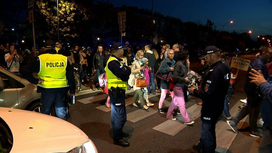 Protest mieszkańców Bielan. Mają dość niebezpiecznego przejścia