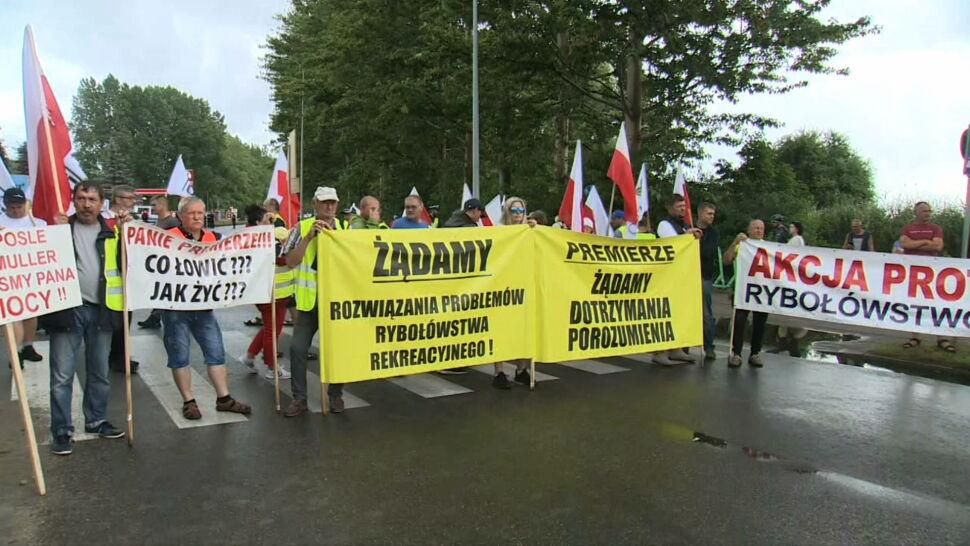 Armatorzy rybołówstwa i rolnicy zablokowali drogę na Hel