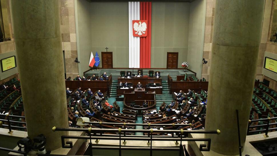 W Sejmie klaruje się ostateczny kształt ustawy covidowej