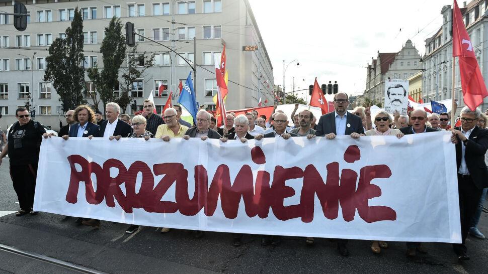 """Wałęsa z KOD-em, Morawiecki z """"Solidarnością"""". Podziały na obchodach rocznicy Sierpnia'80"""