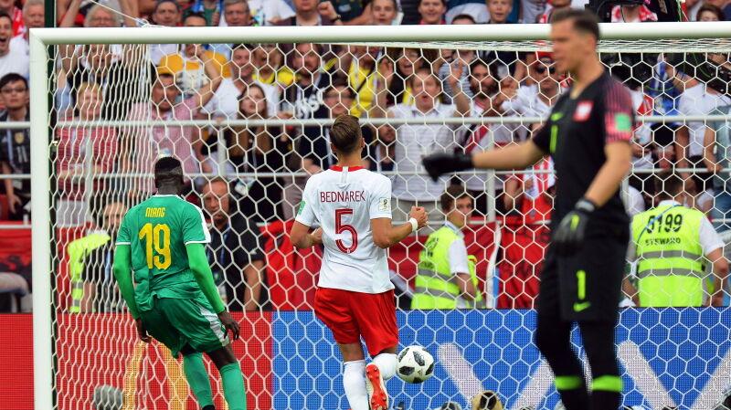 19.06.2018 | Polacy zawiedzeni występem ekipy Nawałki w pierwszym meczu na mundialu