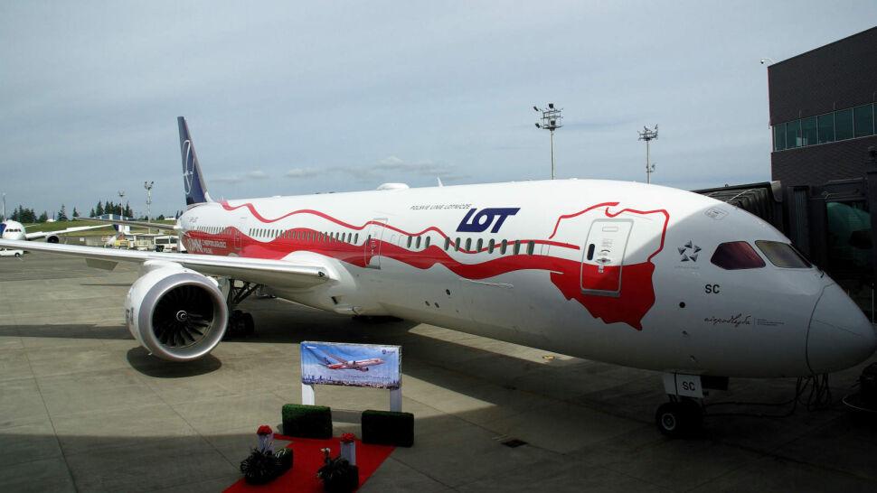 Wyjątkowy dreamliner dotarł na Lotnisko Chopina. Ma przypominać o rocznicy
