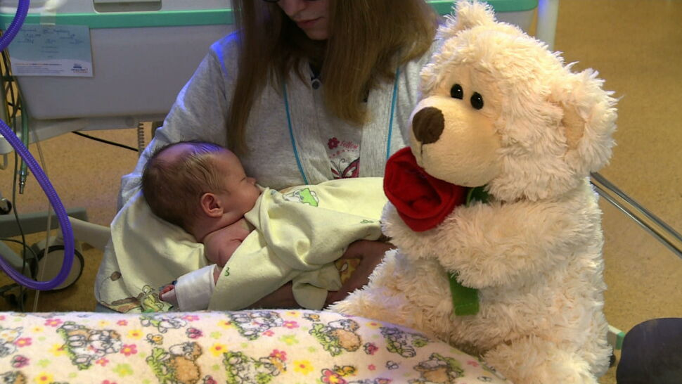 """Nadzieja dla zranionego w łonie matki Adasia. """"Wszystkie narządy ważne dla życia pracują prawidłowo"""""""