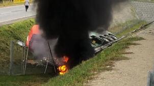 Samochód ciężarowy wpadł do rowu. Pożar na S8