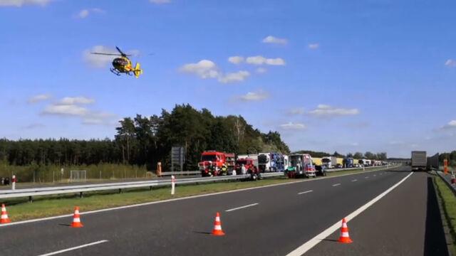 Zderzenie motocykla i ciężarówki. Kobietę zabrał śmigłowiec