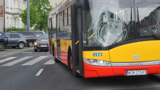 """Kierowca autobusu potrącił pieszego. """"Przechodził w niedozwolonym miejscu"""""""