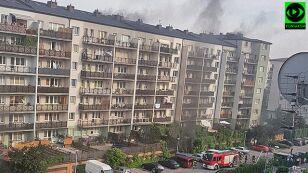 Pożar aut w garażu, sześć zastępów straży  w akcji