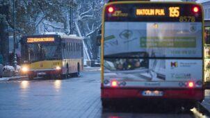 Fajerwerki na niebie, autobusy na objazdach