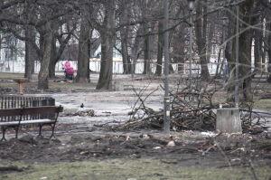 Ogród Krasińskich. Spacerują po zamkniętym parku