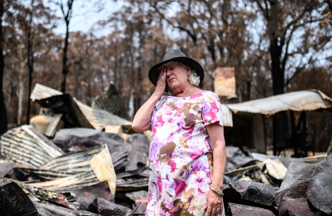 Pożar zniszczył wiele budynków (PAP/EPA/JAMES GOURLEY)