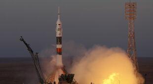 Udany start rakiety Sojuz (PAP/EPA/MAXIM SHIPENKOV)