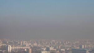 Poranek ze smogiem. Źle oddycha się w Krakowie i Katowicach