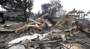 Spłonął dom Robina Thicke (PAP/EPA/MIKE NELSON)