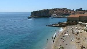 Letni kwiecień w Chorwacji. Plażowanie  i pierwsze kąpiele w Adriatyku