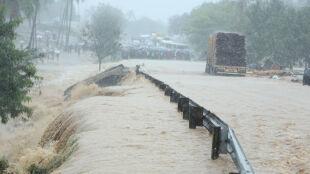Ulicami płynęły potoki, więc schronienia szukali na dachach. Kilka osób straciło życie