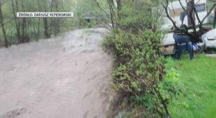 Wezbrana rzeka Bystrzyca Dusznicka w Szczytnej