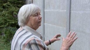 """72-latka wchodzi do domu oknem. """"Mur stanął w ciągu godziny"""""""
