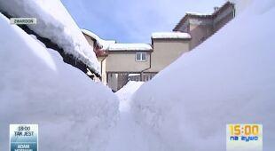 Śnieżne tunele w Zwardoniu (TVN24)